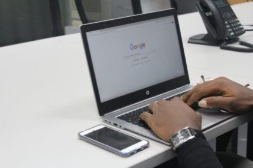 Man using Google search to locate his free Google Docs cover letter template